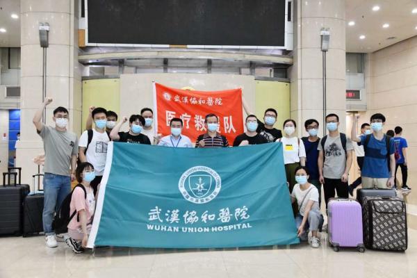 抗疫最新动态6月20日,华中科技大学同济医学院附属同济医院、协和医院派出医疗队出发驰援北京