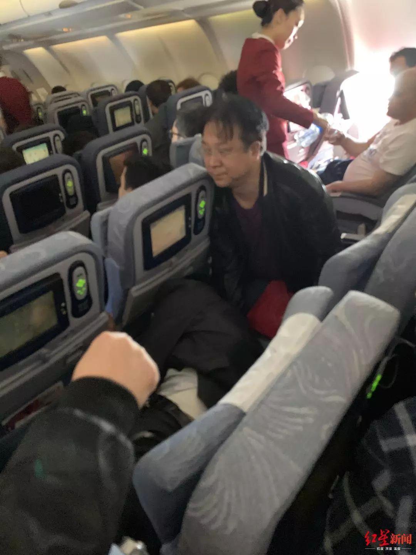 中医院院长国际航班上救人 当时为何用针灸,他这么说
