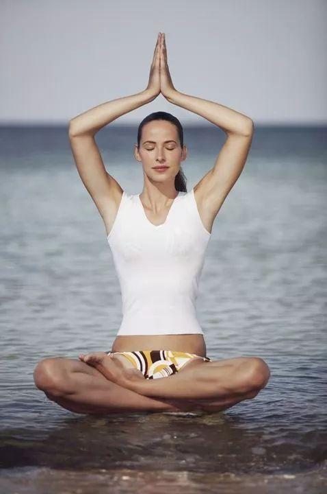 女人每天这样入睡,一个月后肉体竟会发生这变化     瑜伽冥想