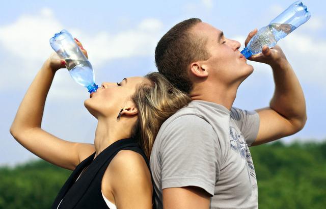 怎么喝水最健康,补水防病!营养专家告诉你们正确的喝水时间